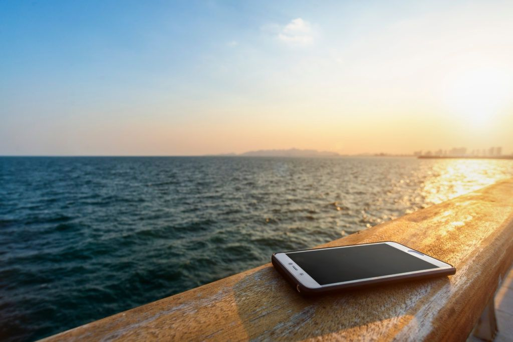 using your smartphone on a cruise ship