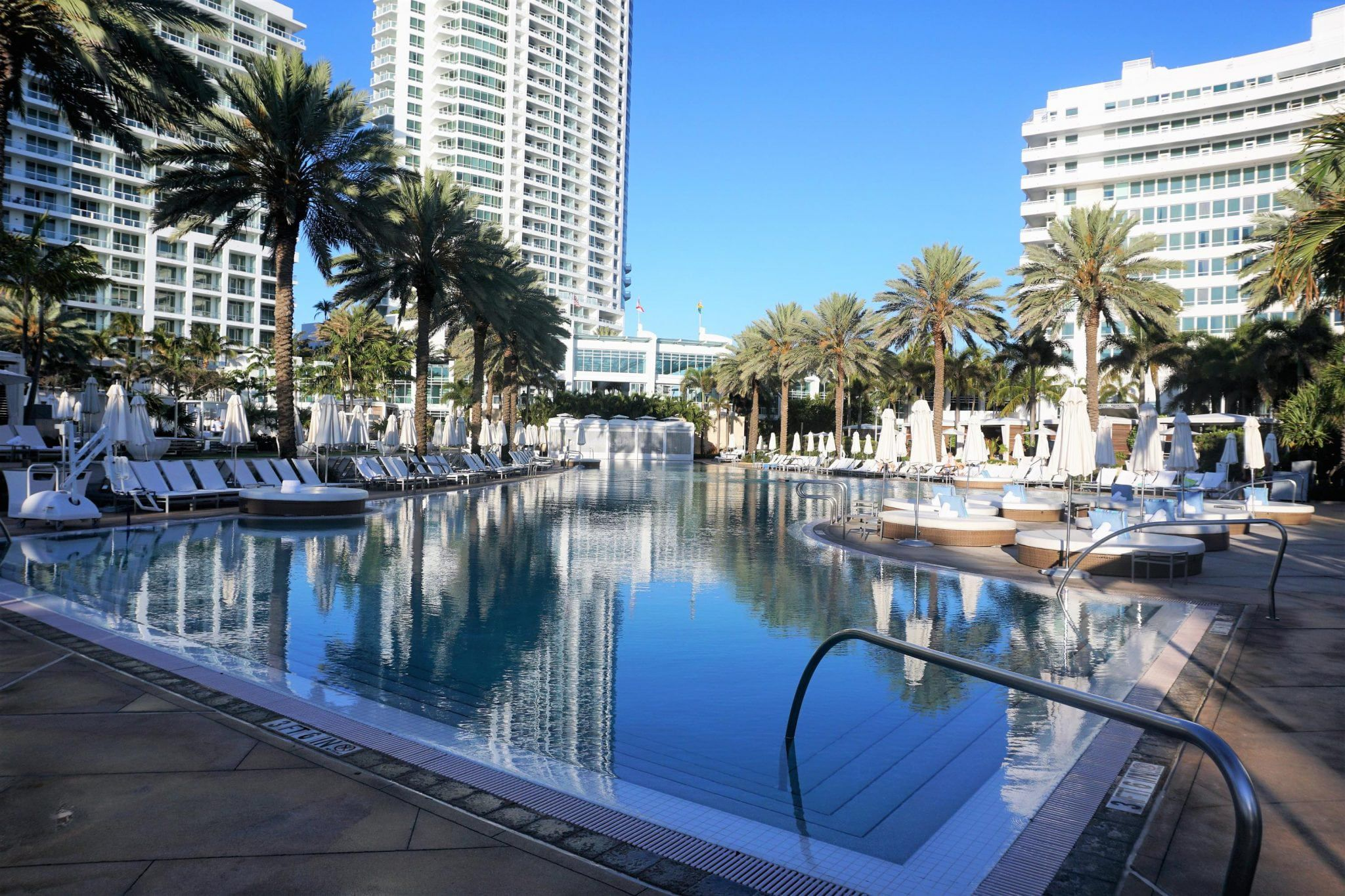 Bow Tie Pool at Fontainebleau Hotel Review