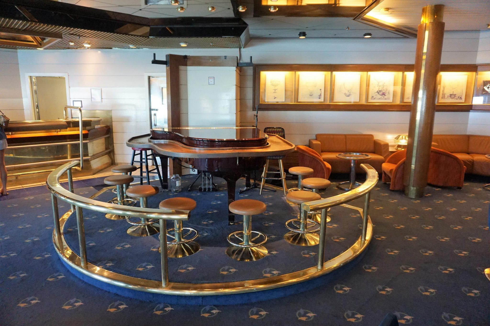 Inside the Schooner Bar