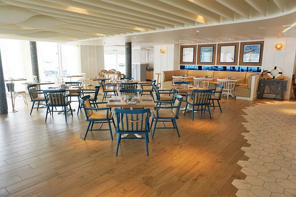 Inside Hooked Seafood on Symphony of the Seas