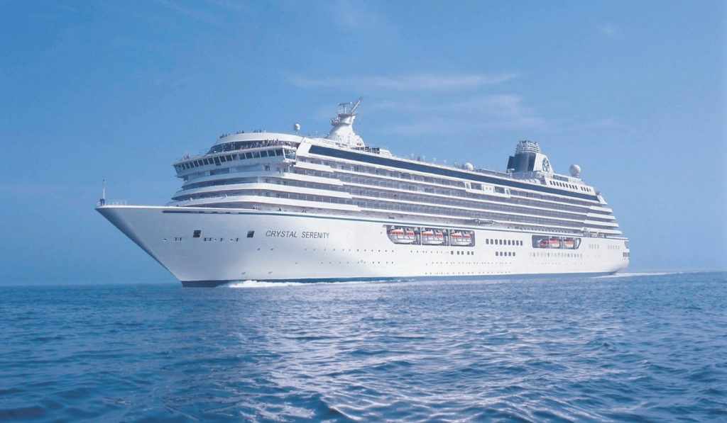 First Cruise Line Extends Vaccine Requirement Through 2022